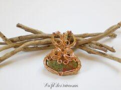 Pendentif unakite artisanal doré
